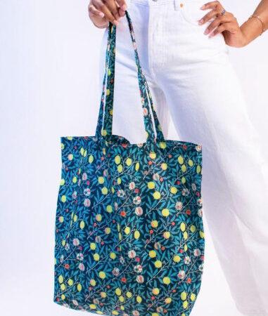 Kind Bag Recycled Tote Bag in William Morris Fruit